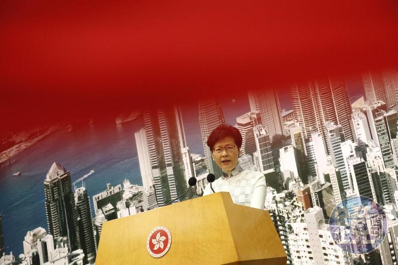 香港特首林鄭月娥宣布暫緩修訂《逃犯條例》。