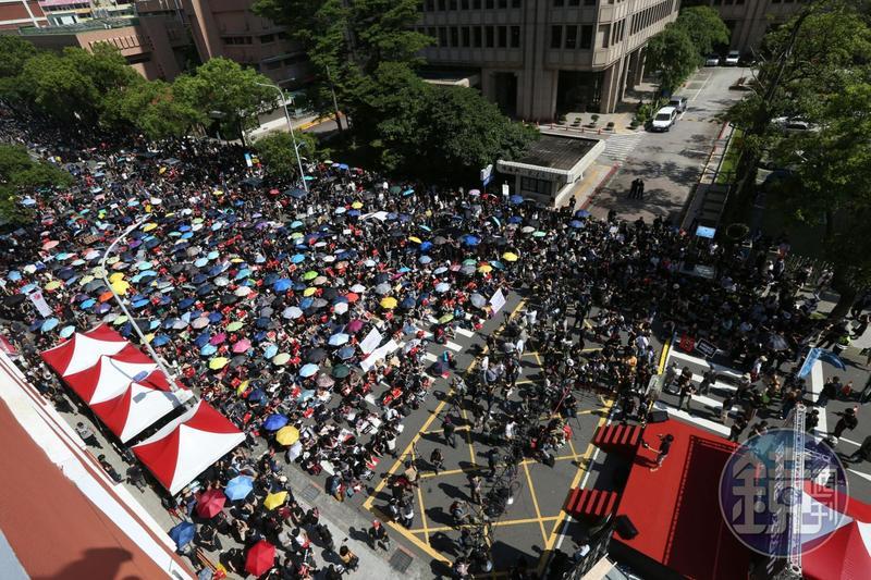 今(16日)下午2點在立法院外濟南路舉行「撐香港,反送中」集會,主辦單位宣稱過萬人到場,同步聲援香港「反送中」遊行。