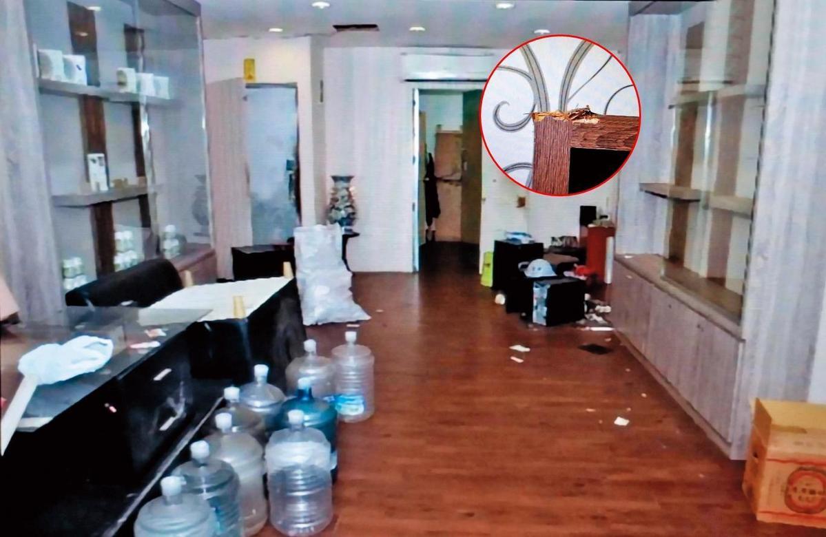 林佑儒、林竑甫在挾持案發前幾小時,因向友人調錢未果,先到中壢區友人的工廠開槍掃射,現場可看到物品遭子彈毀損的痕跡。(翻攝畫面)