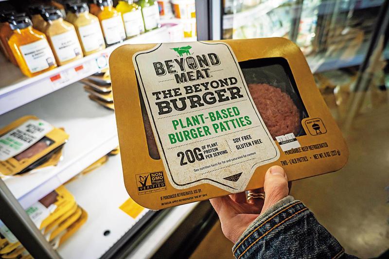 超越肉品(Beyond Meat)公司用碗豆做基底的人造肉,不論口感、色澤、纖維及營養,皆與傳統肉品相同。(東方IC)