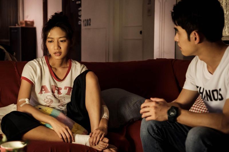 陳妤在劇中飾演苦情女,被到處追債獲得張書豪收留。(歐銻銻娛樂提供)