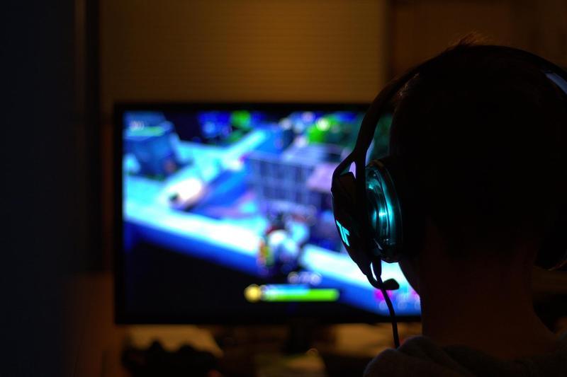 遊戲成癮該由遊戲開發商負責?開發商在英國國會提出反駁。(圖片來源:RPF70 from Pixabay)