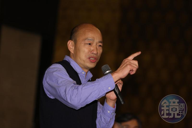 高雄市長韓國瑜昨(19日)前往社教館和國中模範生合影,遇國三模範生建言「選總統很可笑」。(本刊資料照)