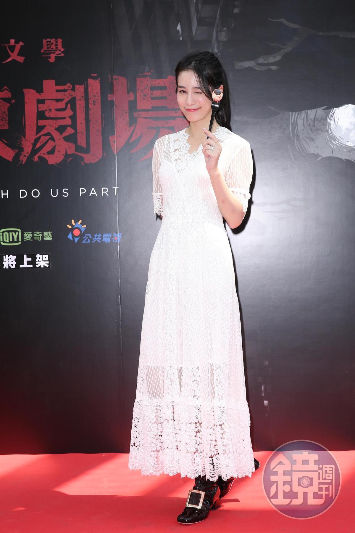 温貞菱拍攝《打掃》時正逢學校期中考,雖然蠟燭兩頭燒,她也完美地演繹了片中有潔癖的女主角朱婷。