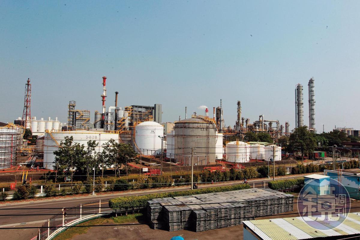 台鋼集團今年跨出鋼鐵業,投資台苯、光洋科。圖為台苯廠區。