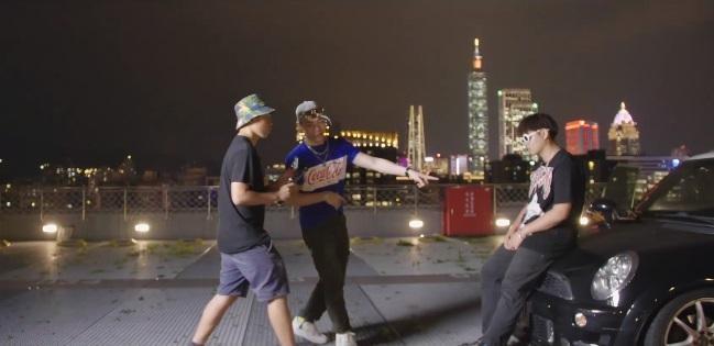 倪重華創立MTI並自製網路音樂教育節目《造音少年》,找玖壹壹、OZI等明星上節目,為學員解答在演出及拍攝影片時產生的疑惑。(翻攝自造音少年臉書)