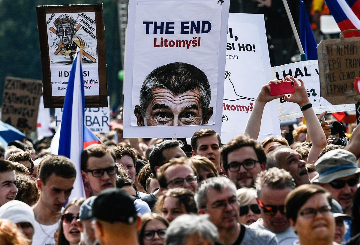 捷克民眾要求身陷涉貪醜聞的捷克總理巴比斯下台。(東方IC)