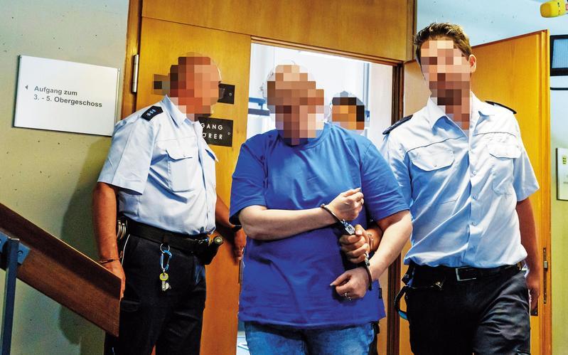 一對德國情侶長期性侵10歲的兒子,甚至透過暗網把兒子賣給戀童癖者洩欲。(東方IC)
