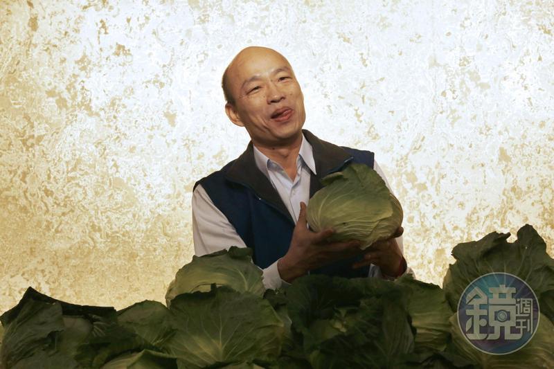 北農官股近46%,做的是「孤行獨市」的特許拍賣生意,韓國瑜任內北農大賺是歸功於老天爺,卻成了賣菜郎神話。