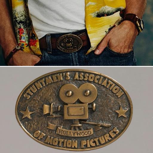 布萊德彼特的服裝細節十分講究,他牛仔褲上的皮帶扣 出自「電影替身演員協會」,提示了他片中的替身演員身分。(双喜提供)