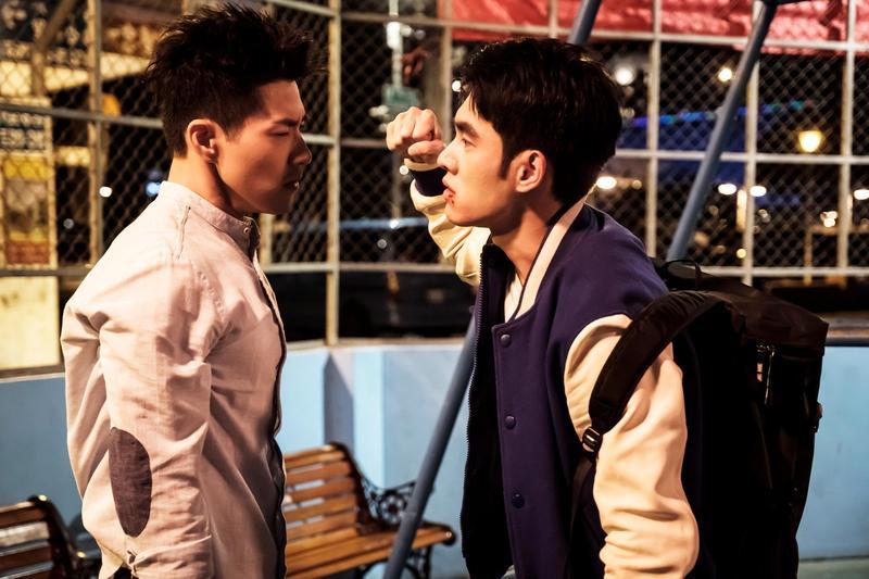 吳岳擎和張書豪在戲中為了柯佳嬿大打出手。(歐銻銻娛樂提供)