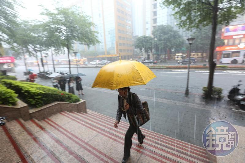 氣象專家認為梅雨季還沒完,仍有劇烈天氣發生機率。