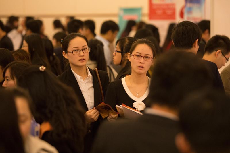 2013年11月16日,教育部留學服務中心在北京世紀金源大飯店舉辦2013秋季留學英才招聘會暨高端人才洽談會。