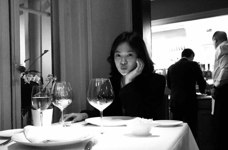 宋慧喬IG上還留有她與宋仲基在歐洲度蜜月的這張「老公視角」照片。(翻攝宋慧喬IG)