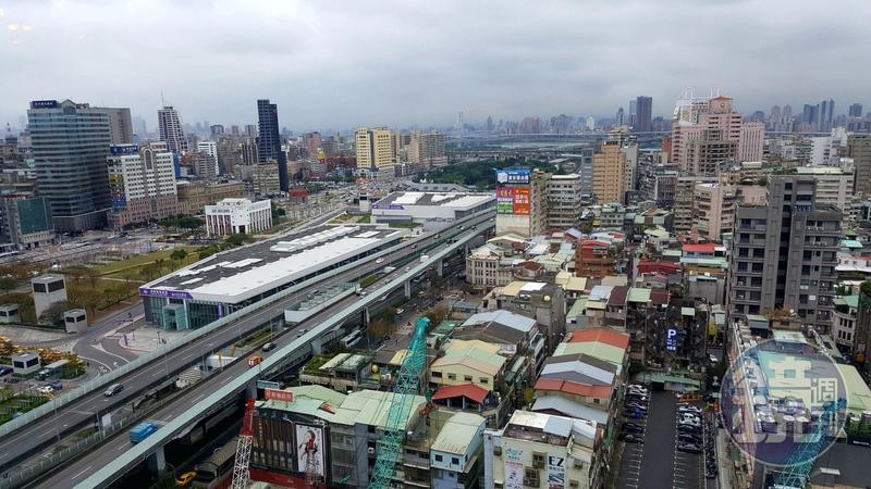 台北雙子星大樓開發案遭投審會認定獲得第一順位的南海馬頓團隊有國安疑慮確定駁回,北市府預計明天對外回應。