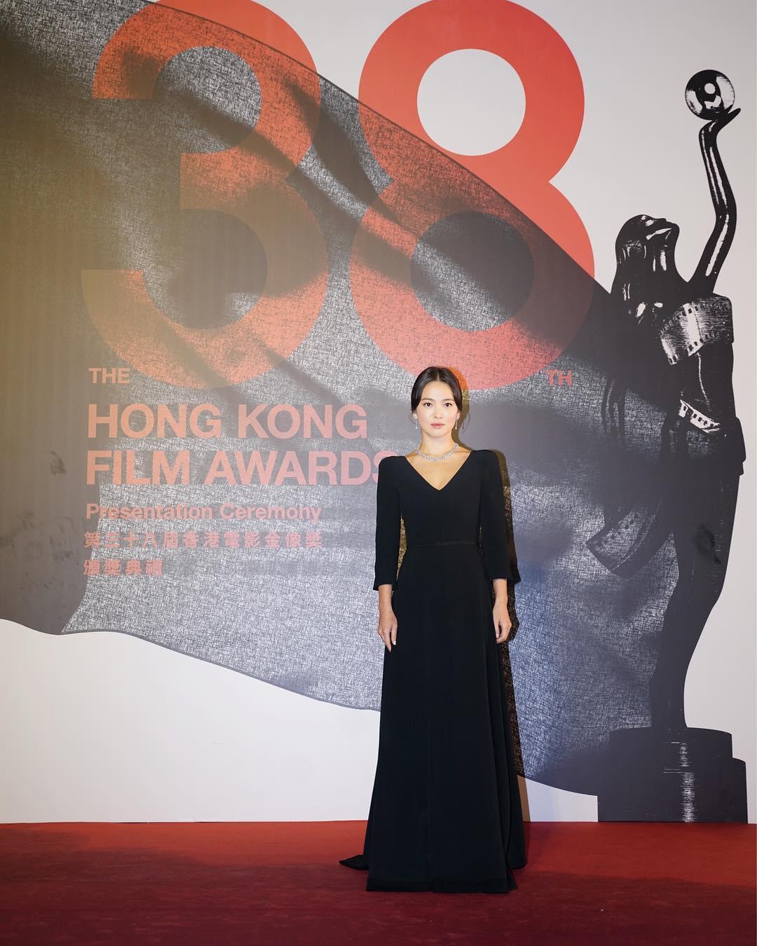 宋慧喬4月出席香港金像獎,並宣布簽約澤東電影,進軍中華電影圈。(翻攝自宋慧喬IG)