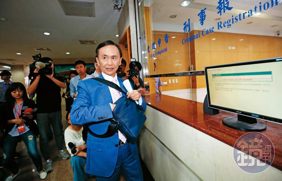 媒體人吳子嘉(圖)爆料韓國瑜外遇有私生女、並送對方上千萬元,遭控誹謗後至北檢出庭。