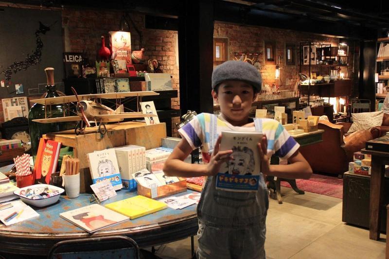 奧村門土3歲就展現繪畫天分,曾來台舉行畫展和講座。(翻攝自vvgvvg.blogspot.com)