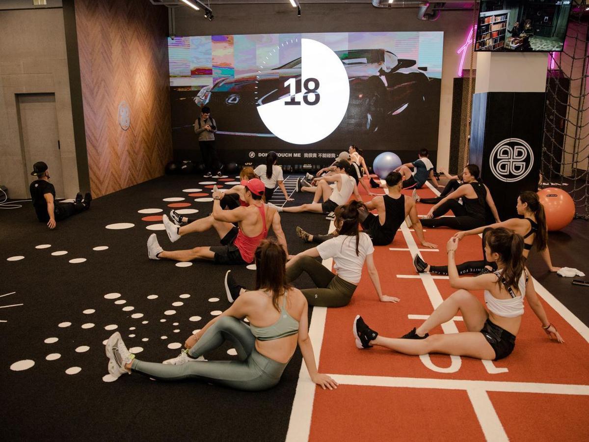輪站式挑戰透過十種以自身重量為主的高強度的訓練,有效地增加體能、心肺功能及運動能力。課程將透過團隊競賽,互相激勵並提升自我的無限潛能,享受揮汗如雨的熱情!