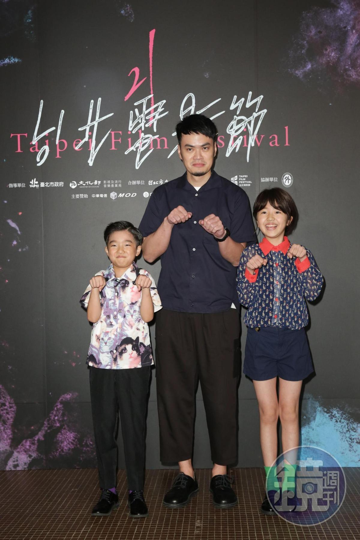 白小櫻、白潤音姊弟雖然主演了《住戶公約第一條》,2人也開心與導演劉邦耀一起出席首映,但小姊弟卻因為電影分級制度無法看到自己的演出。