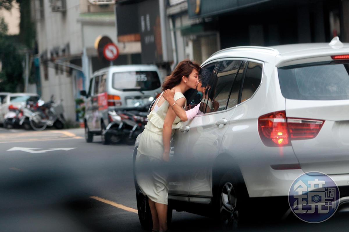謝忻和阿翔的偷情吻照,震驚社會,還因為照片太過唯美,成為改圖素材。