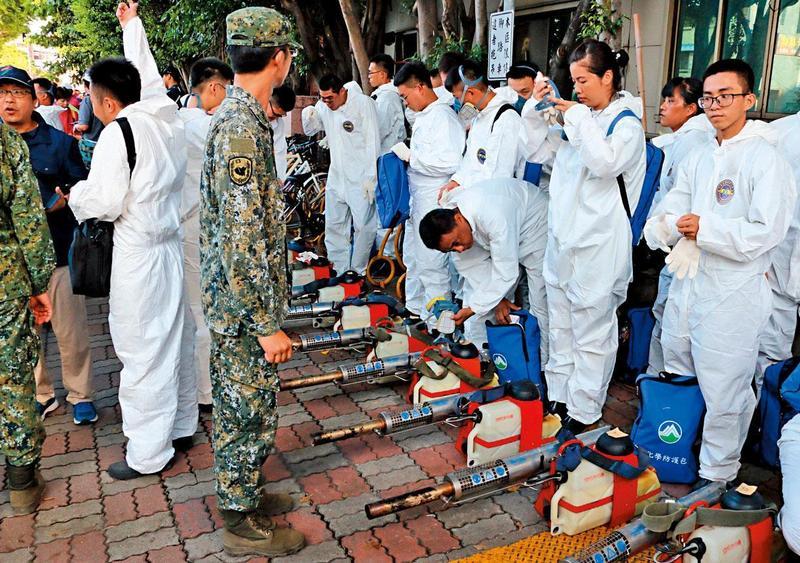 韓國瑜深陷初選泥淖,後院也跟著著火,高雄登革熱疫情延燒。(高雄市政府提供)