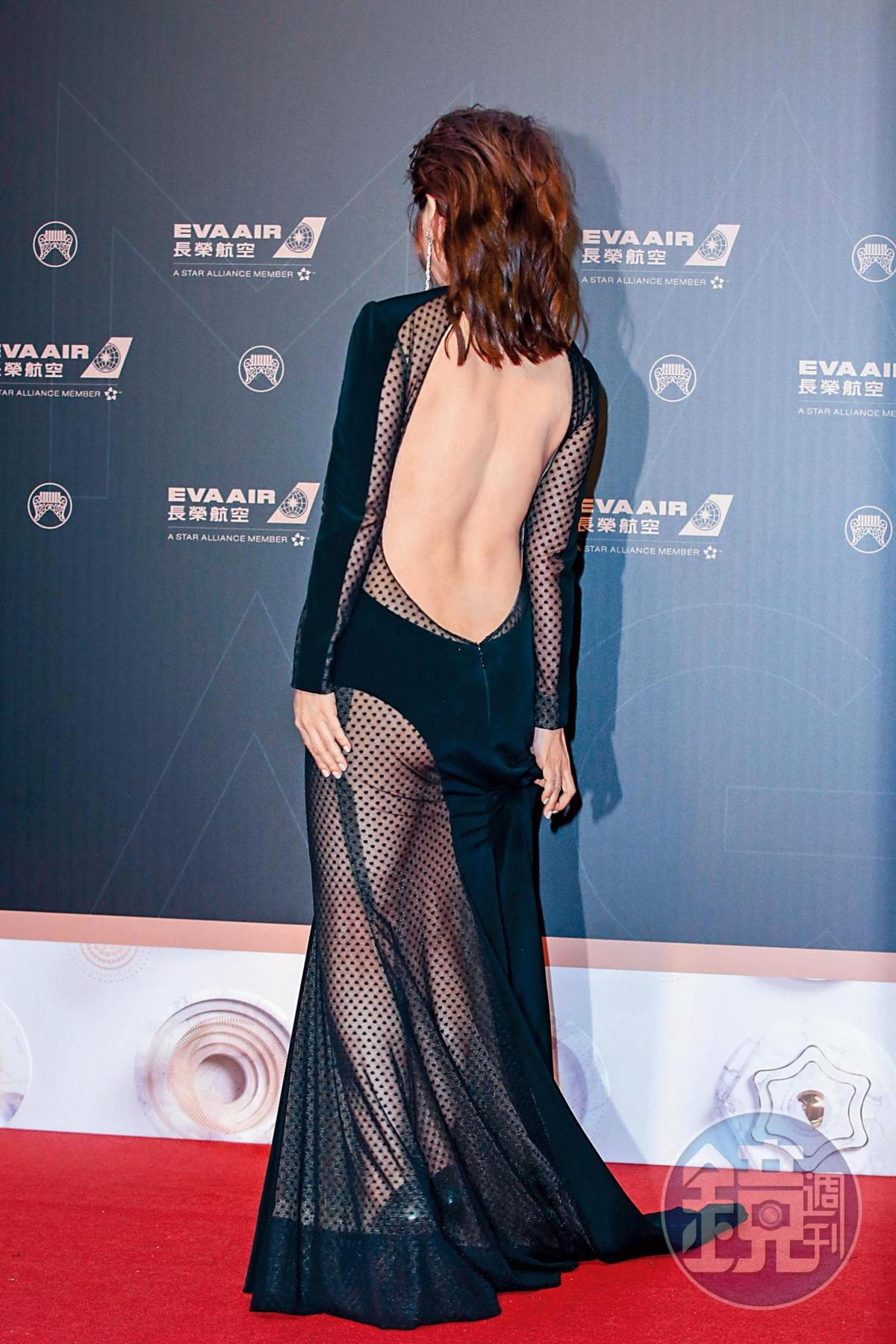 王彩樺身上這件,很像陳美鳳出席典禮或民視除夕特別節目會選穿的造型。