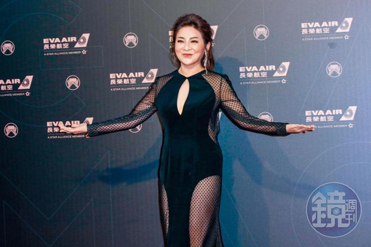 王彩樺一身黑色性感禮服,被認為是金曲最露。