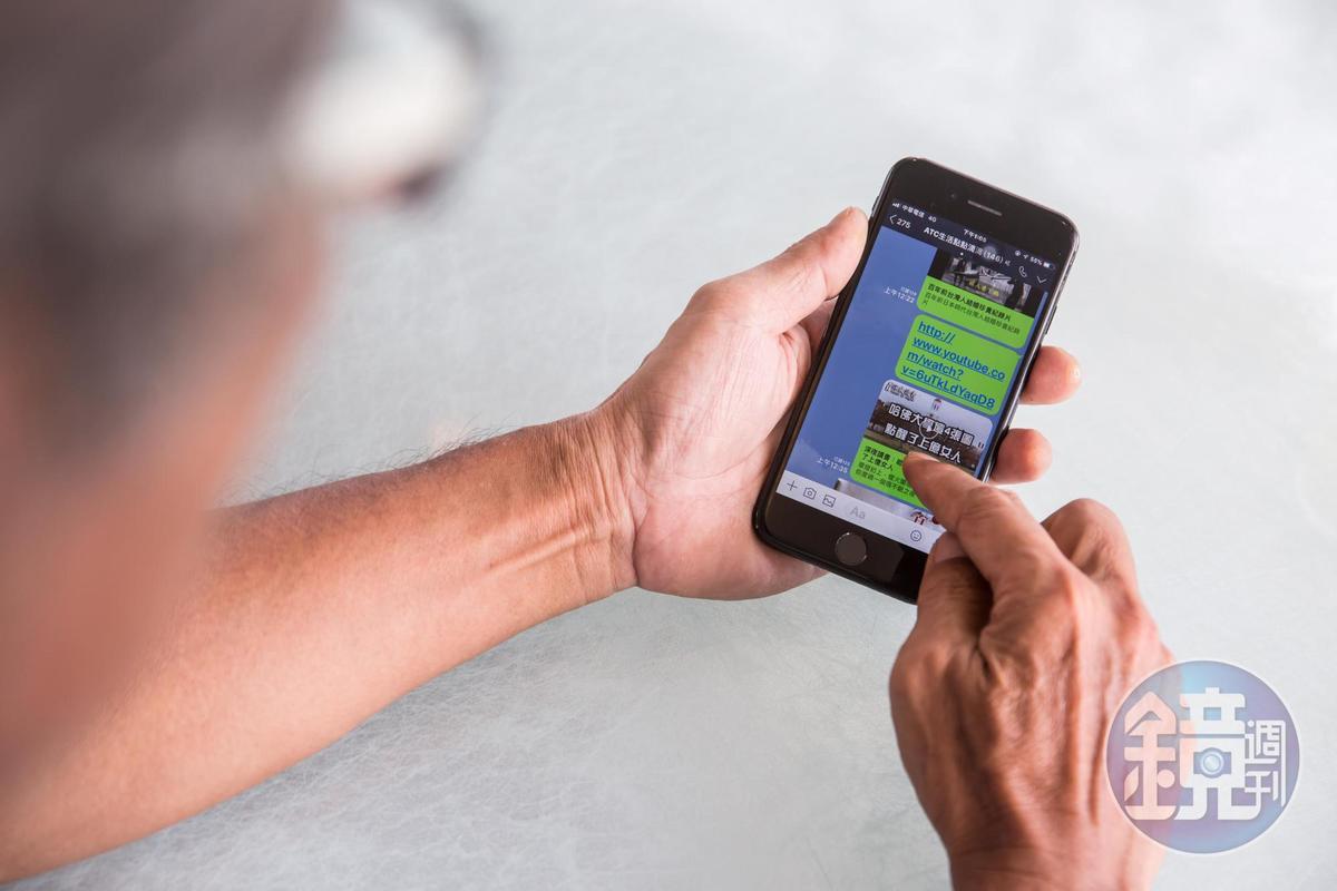 全拓工業配給全員工每人1支手機,取代分機,方便聯絡公事。