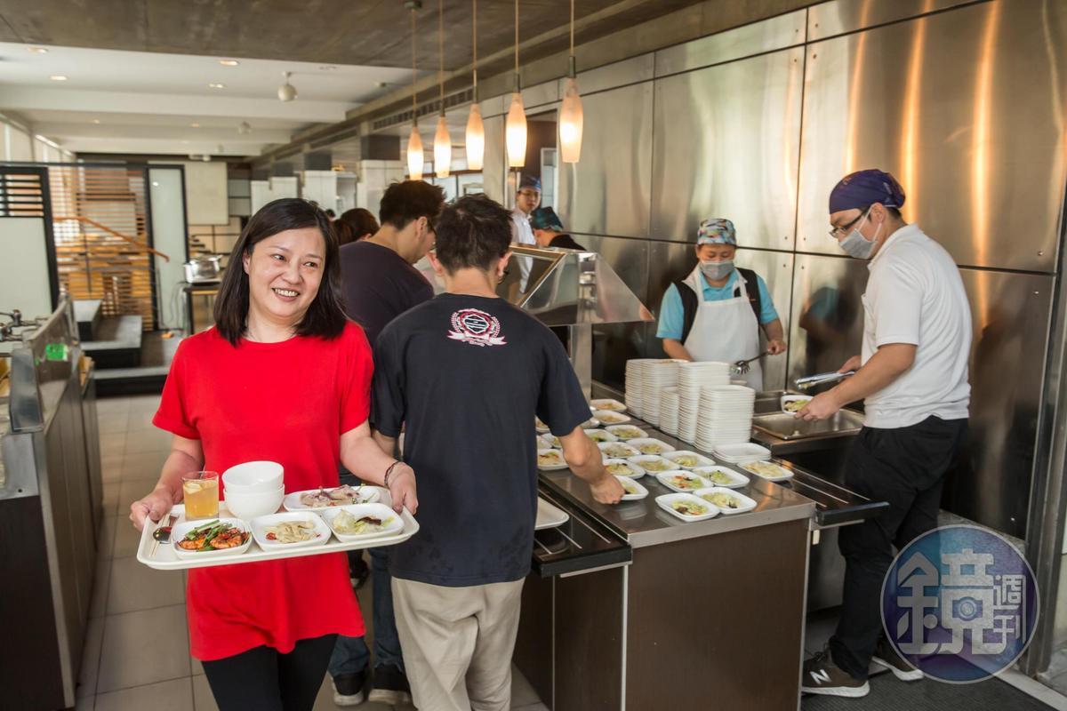 公司員工餐是吳崇讓和公司各出一半,只為了讓員工的菜色更好。