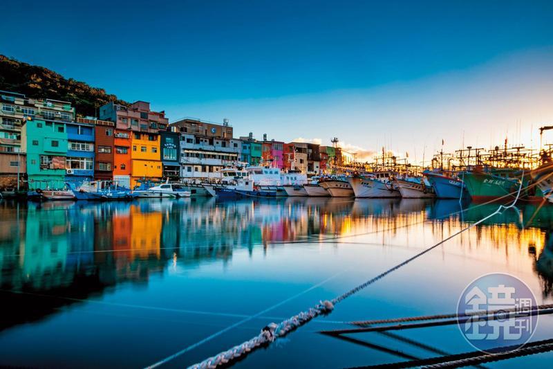 老建築換上彩衣的「正濱漁港」,成了攝影愛好者追逐的美景。