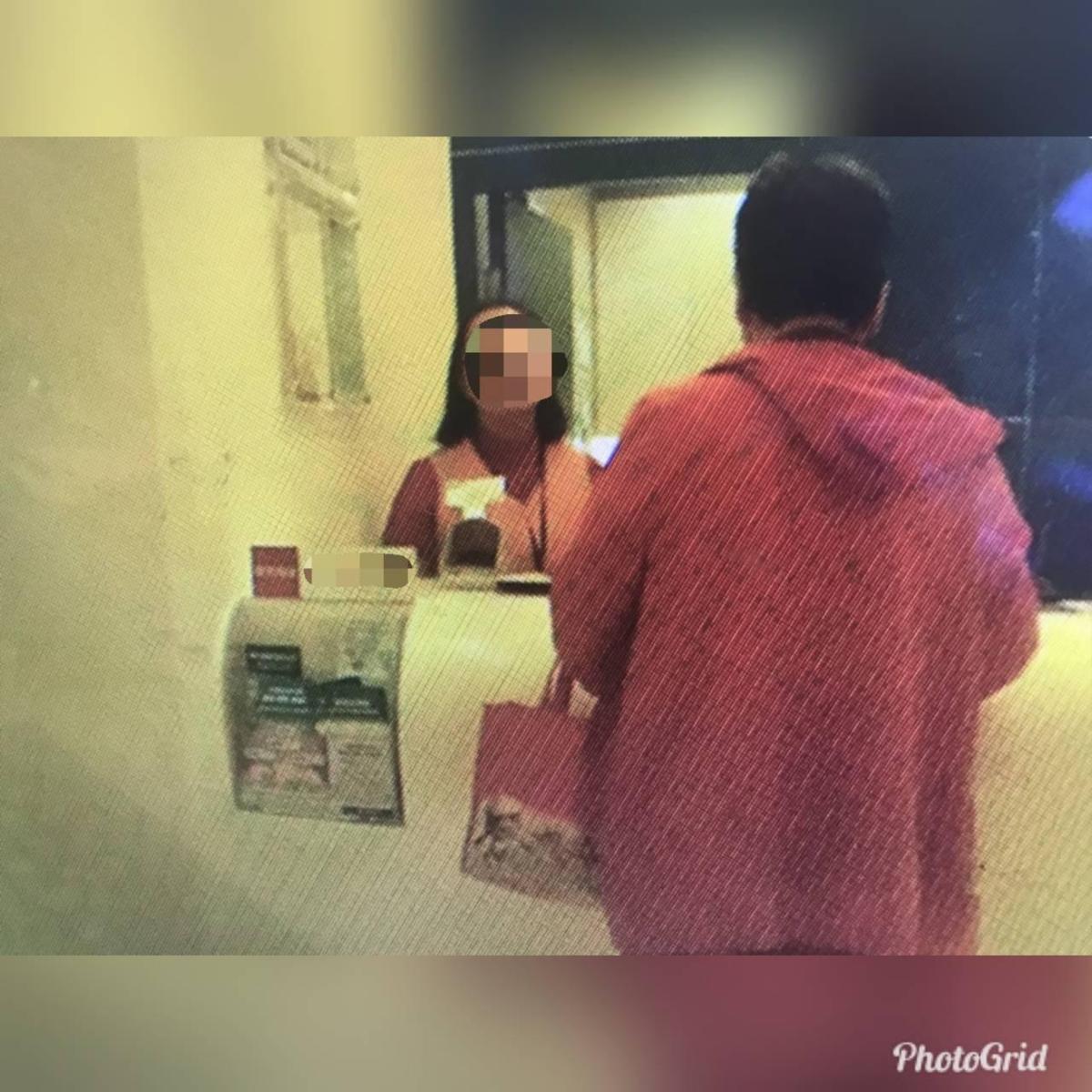 銀行行員查懷疑李婦遇到詐騙集團,積極勸說 。(翻攝畫面)