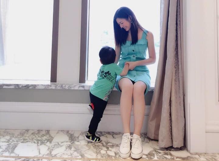 陳妍希日前爆老公把兒子帶不走,加上工作忙,因此許久未見兒子。(翻攝自陳妍希臉書)