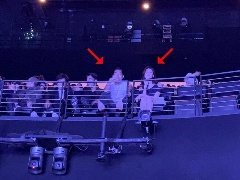 林志玲和Akira婚後首度合體,在洛杉磯看演唱會。(翻攝新浪娛樂微博)