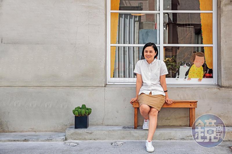 李瑾倫2017年在高雄市成立「灰灰基地美術館」,從流浪貓「灰灰」得名,遺憾牠今年初車禍過世了。目前是許多貓兒和狗兒的棲息地,同時也是咖啡店和文創商店。