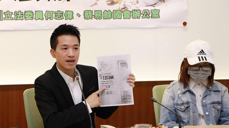 立委何志偉表示,衛福部禁止、財政部扣押加熱菸,並非法治國家做法。(翻攝畫面)