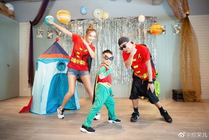 Jasper 6歲生日,陳小春跟應采兒為他舉行生日派對。(翻攝應采兒微博)
