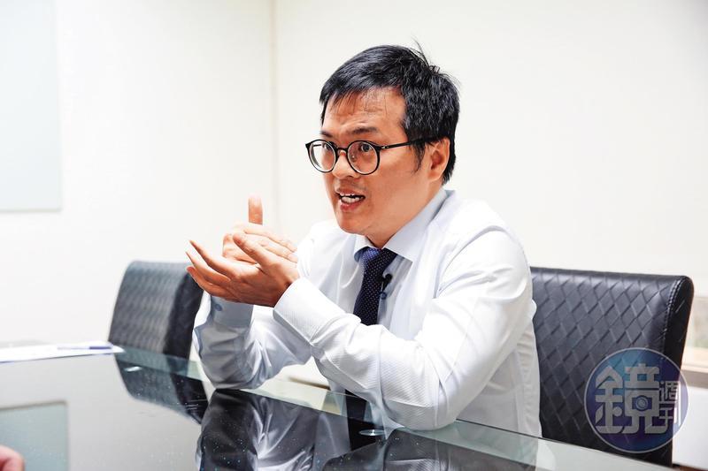 律師陳建三指出,寄附實際是強奪,國民政府當年應該要賠償。