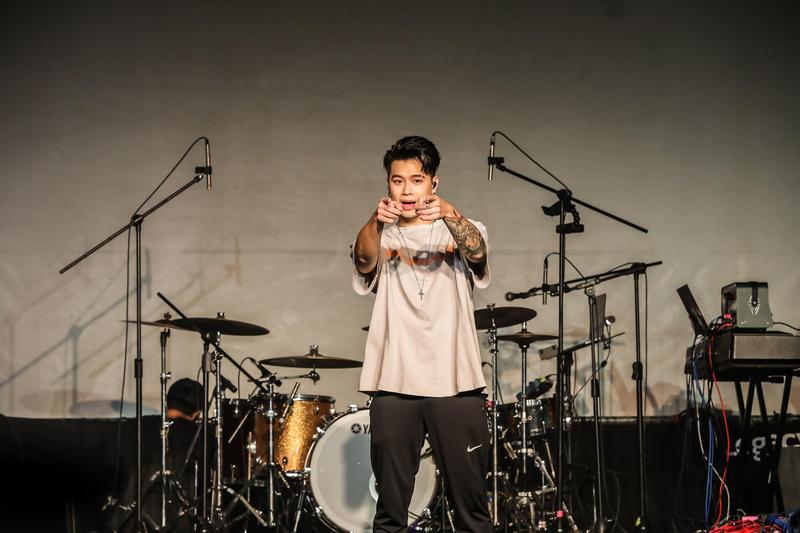 Osn高爾宣在台北華山Legacy舉辦《洗爾恭聽》演唱會。(陶山音樂提供)