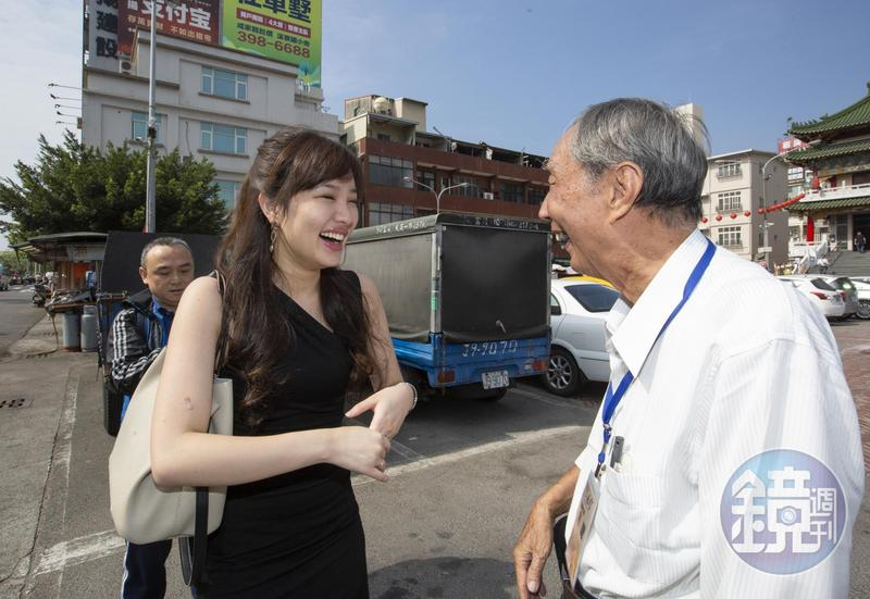 去年堪稱父親韓國瑜最佳助選員的韓冰,剛好在國民黨民調展開的時候返台,一舉一動令外界相當關注。