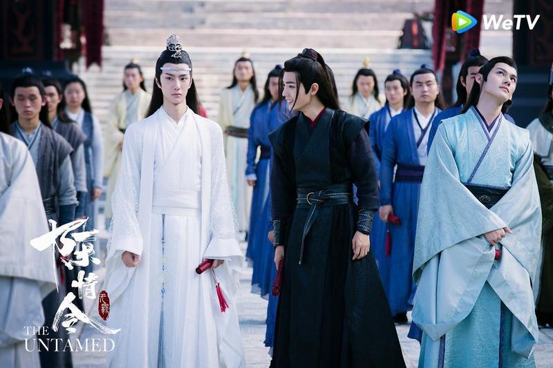 王一博(白衣)與肖戰(黑衣),個性有著反差萌。(WeTV提供)