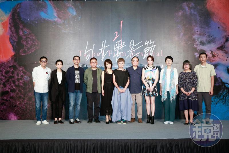李烈帶著評審團一起亮相。