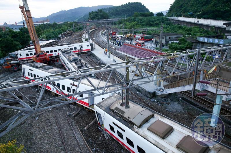 普悠瑪列車去年在宜蘭縣新馬車站發生重大事故,如今卻傳出救人的「檢傷英雄」自殺身亡。