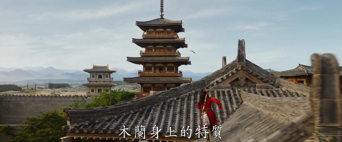 預告片中有劉亦菲飛簷走壁的鏡頭,令人想起《臥虎藏龍》的章子怡。(翻攝自預告)