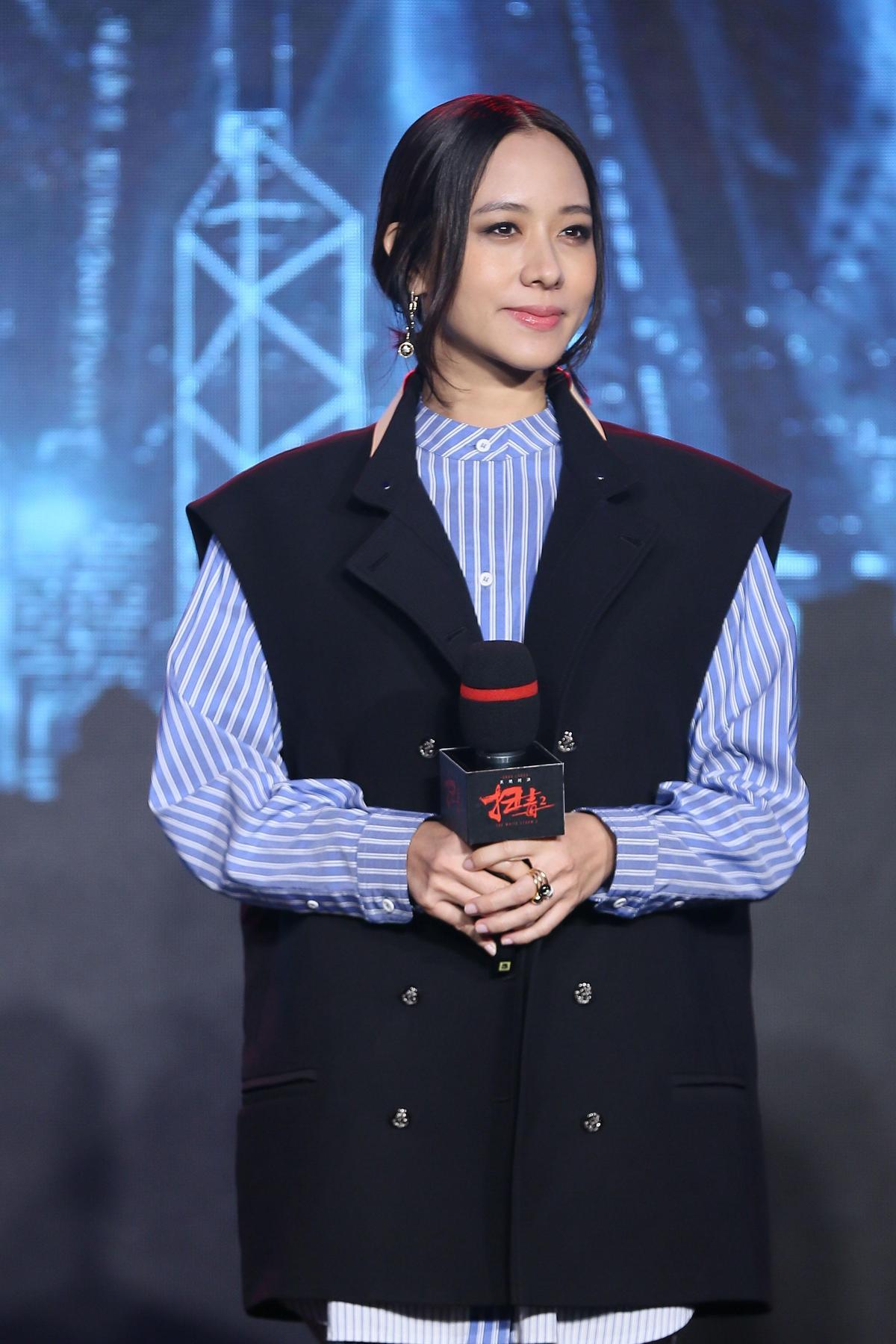 林嘉欣在片中飾演劉德華的老婆,但她在片中因為頸紋明顯,話題居然上了微博熱搜。(華映提供)