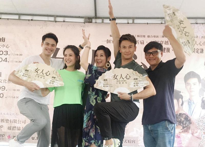 《女人心》演員(左起)吳定謙、蘇晏霈、方馨、王建復、桑布伊到台南跟粉絲見面會現場熱鬧非凡。(民視提供)