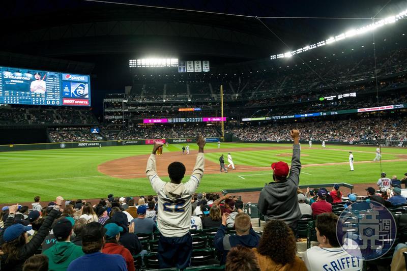 到「T-Mobile Park」看一場大聯盟比賽,完成許多棒球迷的願望清單。