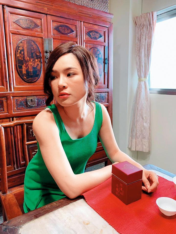 陳沂在劇中的角色,是位性感女神,但她抱怨自己裝扮起來像檳榔西施。(陳沂提供)