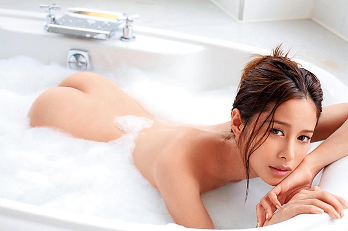 王陽明的前女友Nikki之前在夜店被許雅鈞摟抱,然後被媒體拍個正著。(尖端出版提供)