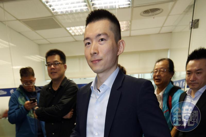 蔡承儒進台灣大擔任董事,市場解讀頗有「易子而教」的意味。